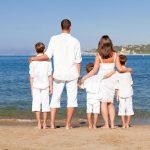 Quasi la metà delle famiglie con più figli non può permettersi vacanze.